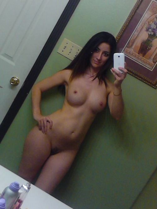 Naked sexy girls cell phone pictures